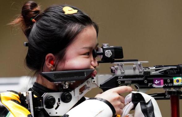 牛!杨倩获东京奥运会首金 射击女子10米气步枪金牌