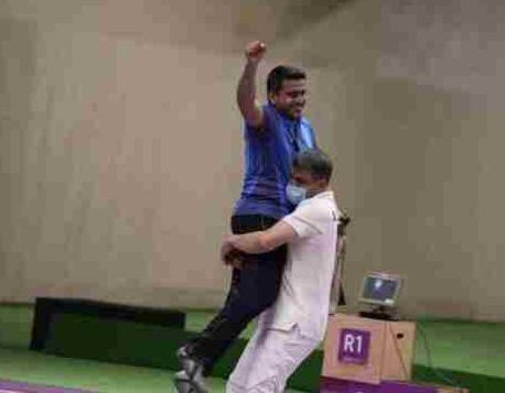 伊朗射击金牌得主的护士工作照是怎么回事?