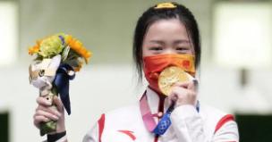奥运冠军为啥都爱咬金牌是什么原因呢?